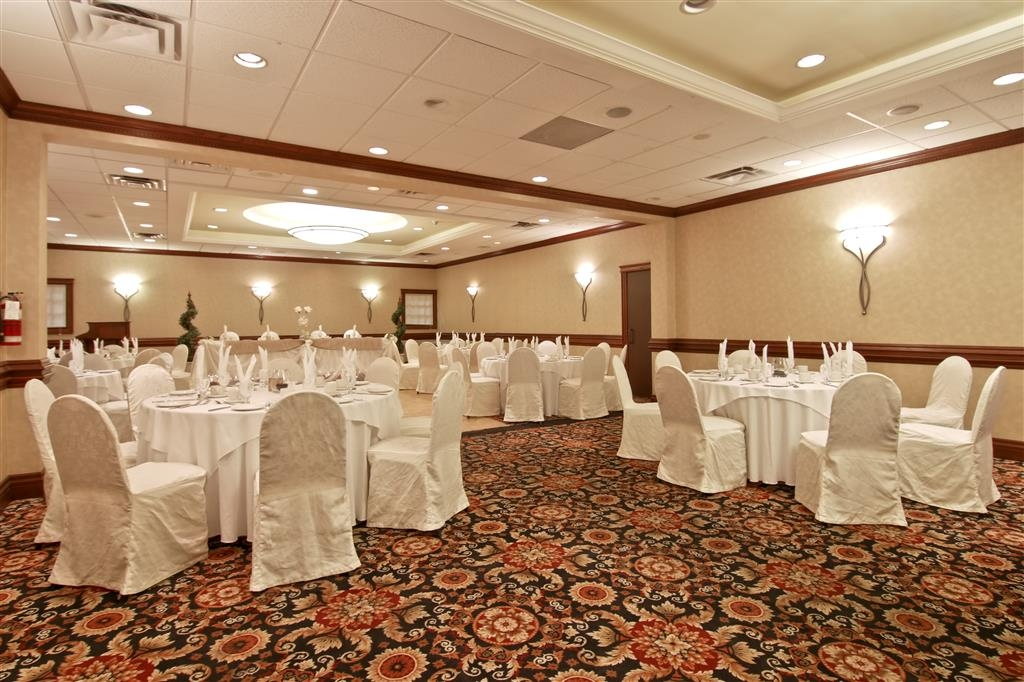 Best Western St Catharines Hotel & Conference Centre - Dalhousie Ballroom can accommodate up to 180 people.