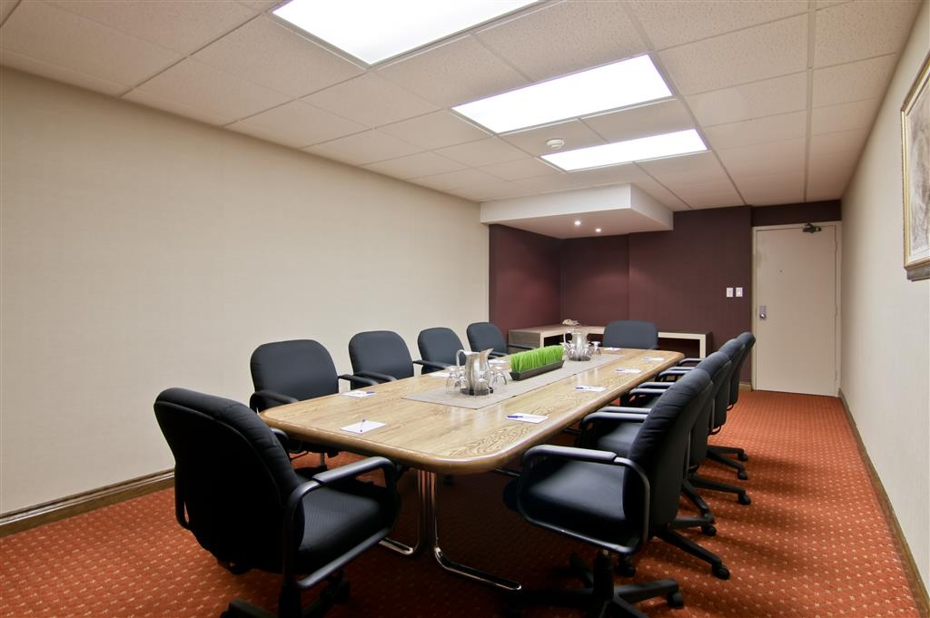 Best Western St Catharines Hotel & Conference Centre - Our boardroom can seat up to 15 people.