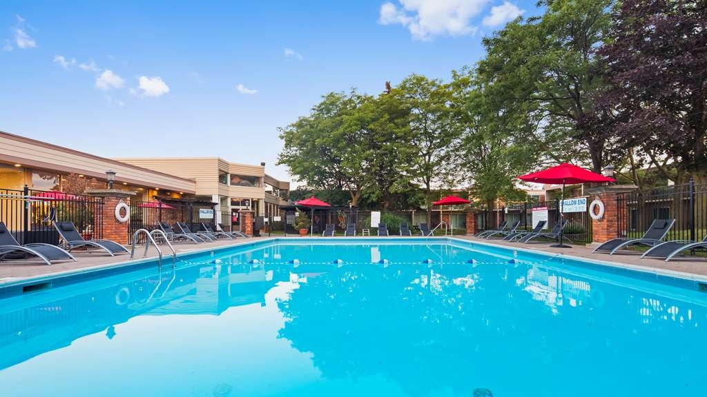 Best Western St Catharines Hotel & Conference Centre - Outfoor Pool