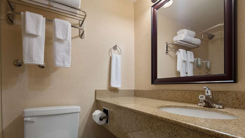Best Western St Catharines Hotel & Conference Centre - Guest Bathroom
