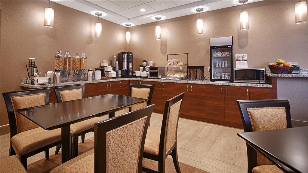 Best Western Plus Fergus Hotel - Breakfast Area