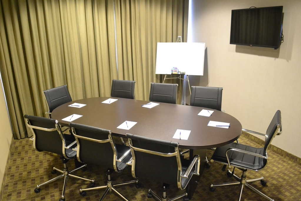 Best Western Plus Fergus Hotel - Our meeting room accommodates up to 10 guests and has complimentary wireless internet for your convenience!