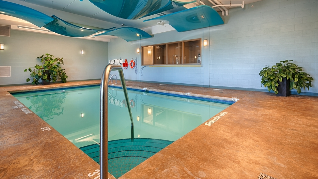 Best Western Plus Walkerton Hotel & Conference Centre - Piscina