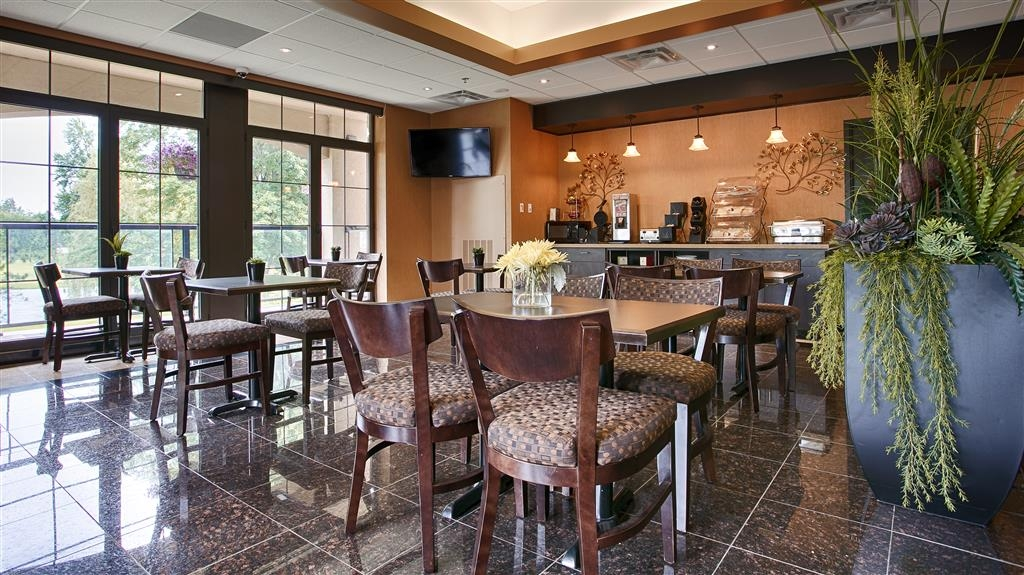 Best Western Plus Perth Parkside Inn & Spa - Enjoy a complimentary breakfast at the Parkside Bistro to start your day off right.