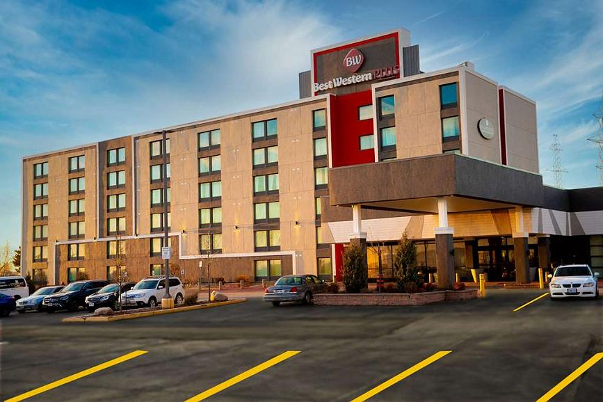 Best Western Plus Toronto North York Hotel & Suites - Conveniently located off Highway 400. Free parking, free wi-fi, mini-refrigerator and microwave in all rooms & suites. Suites with kitchenettes available. Jetted tub suites available.