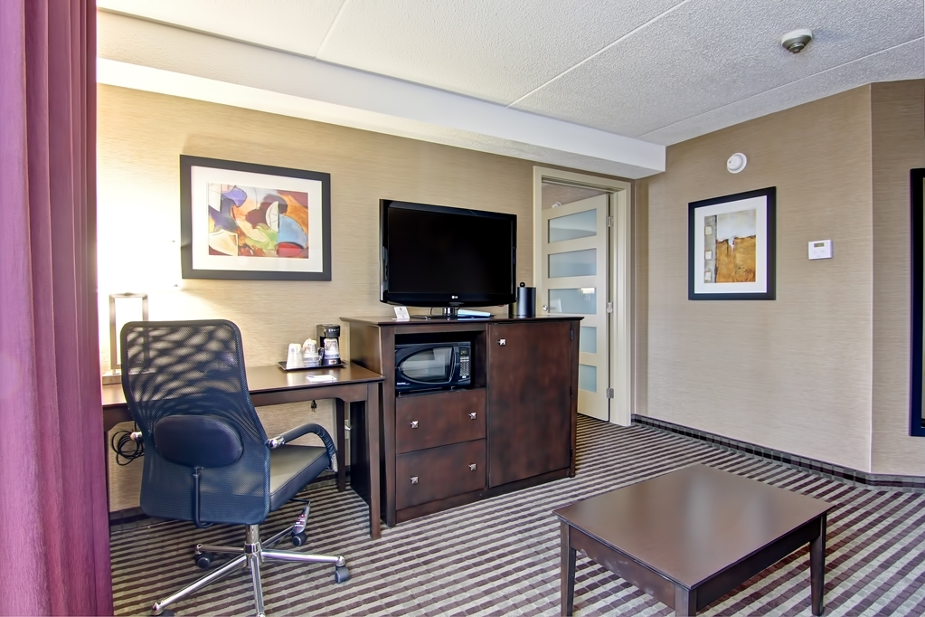 Best Western Plus Toronto North York Hotel & Suites - Closer look at office and an HD TV area in the suite.