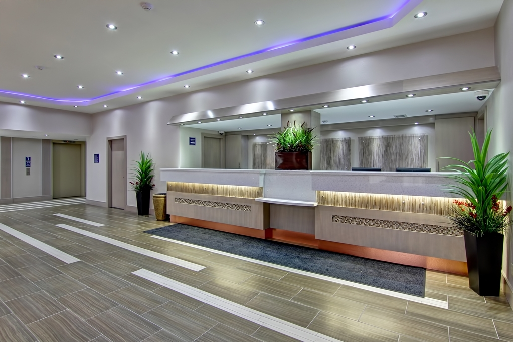 Best Western Plus Toronto North York Hotel & Suites - Let friendly faces welcome you with warm friendly smiles.