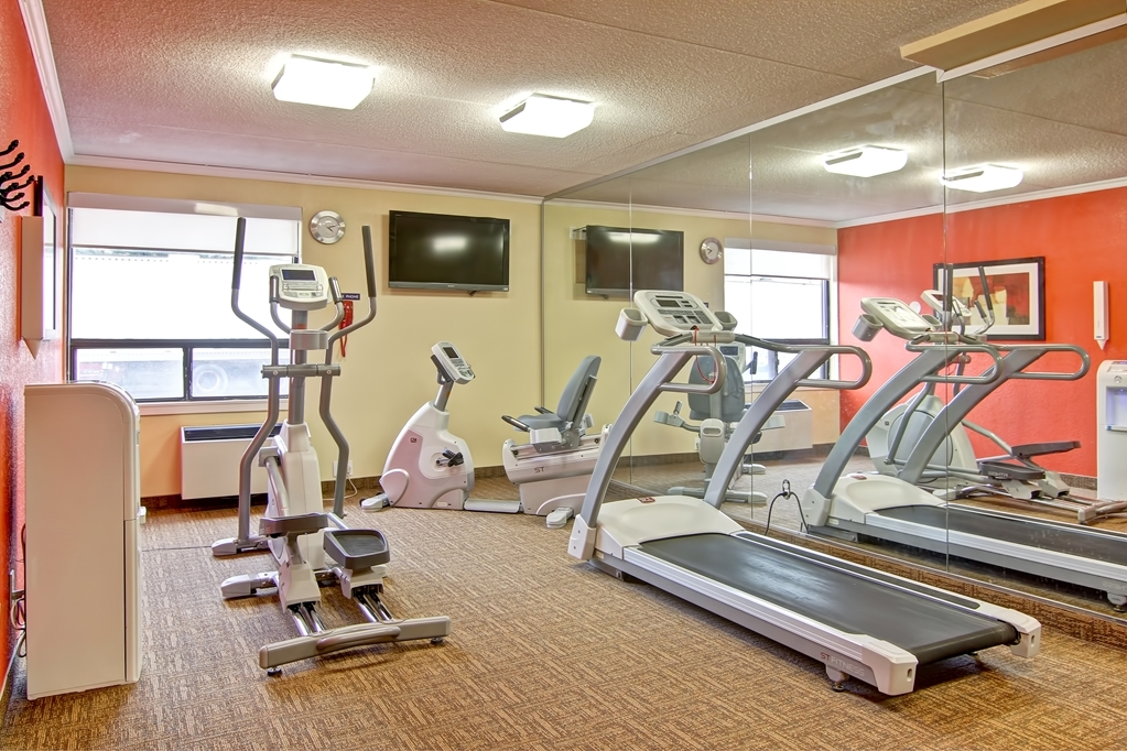 Best Western Plus Toronto North York Hotel & Suites - Open 24 hours for your daily workout.