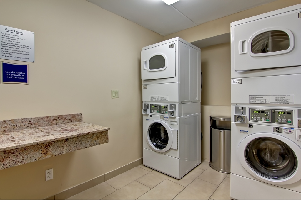 Best Western Plus Toronto North York Hotel & Suites - Laundry room available for guest convenience