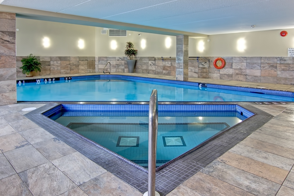 Best Western Plus Toronto North York Hotel & Suites - Our indoor pool and hot tub is open from 7:00 AM to 11:00 pm every day