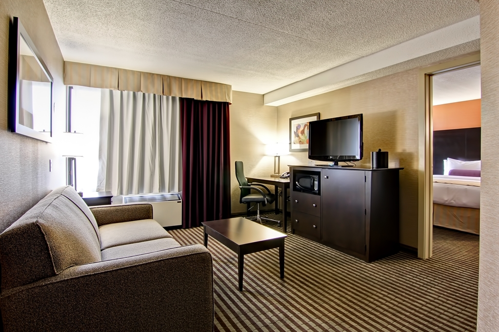 Best Western Plus Toronto North York Hotel & Suites - Suite