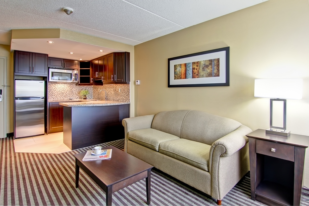 Best Western Plus Toronto North York Hotel & Suites - Don't feel like going out and want a home cooked meal fully equipped kitchen just like home
