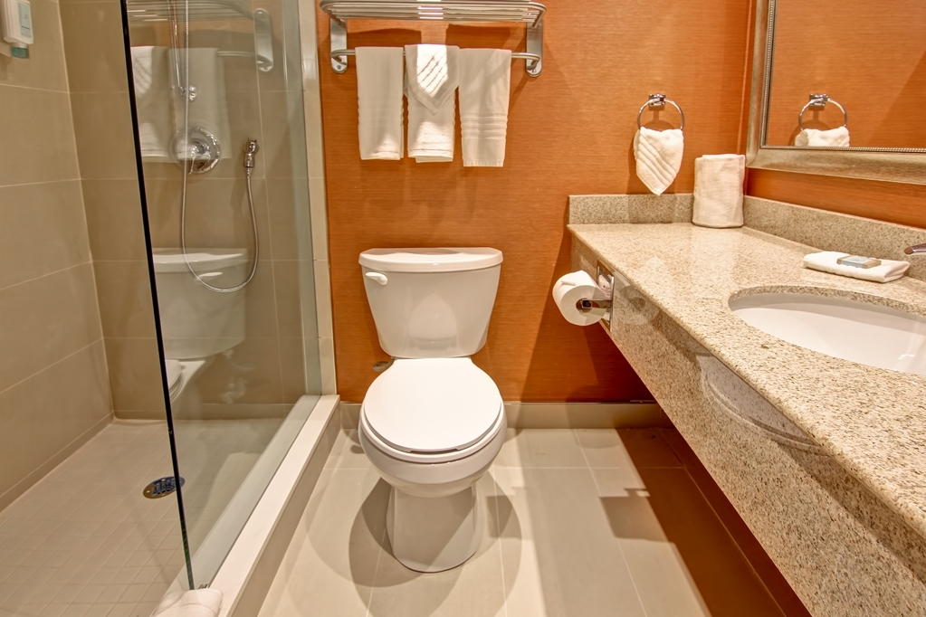 Best Western Plus Toronto North York Hotel & Suites - Guest Bathroom with amenities.If you forgot something just dial 0 for front desk and we will be happy to assist you.