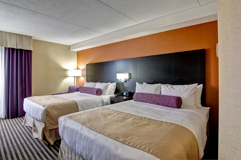 Best Western Plus Toronto North York Hotel & Suites - Guest rooms with two queen beds for extra friends or fanily