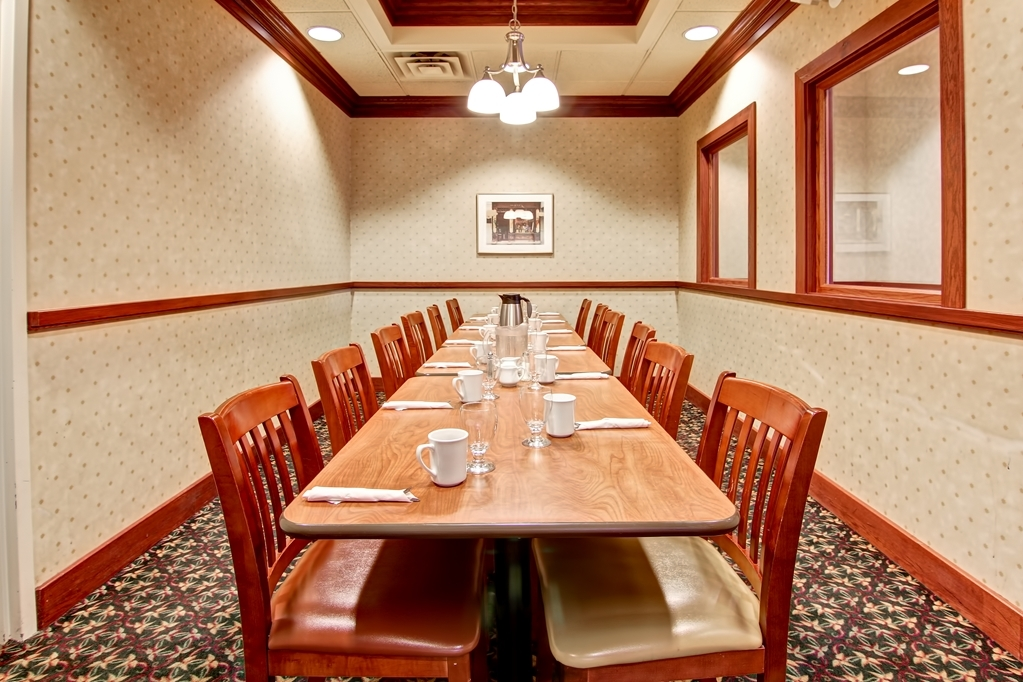 Best Western Plus Toronto North York Hotel & Suites - Located in our Element Restaurant and Lounge private room for those intimate lunches may it be a birthday or an office get together.