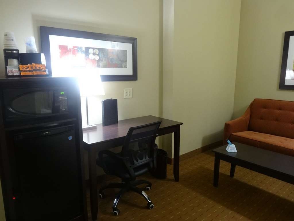 Best Western Plus Bowmanville - Suite
