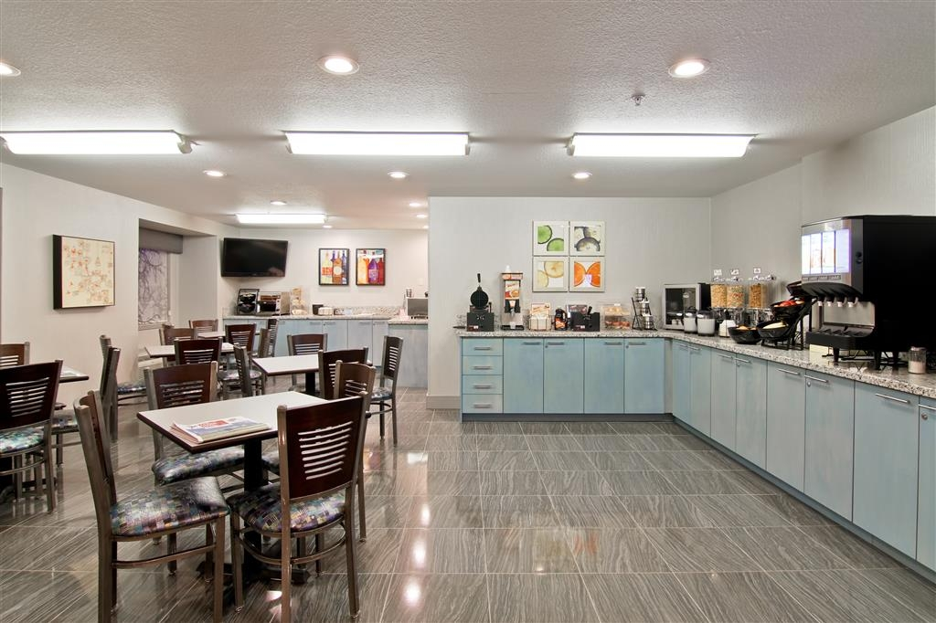 Best Western Plus Woodstock Inn & Suites - Zona de desayunos