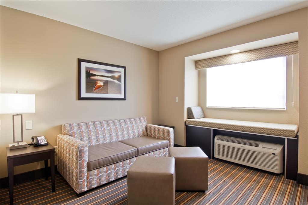 Best Western Plus Woodstock Inn & Suites - Sala de estar de la suite