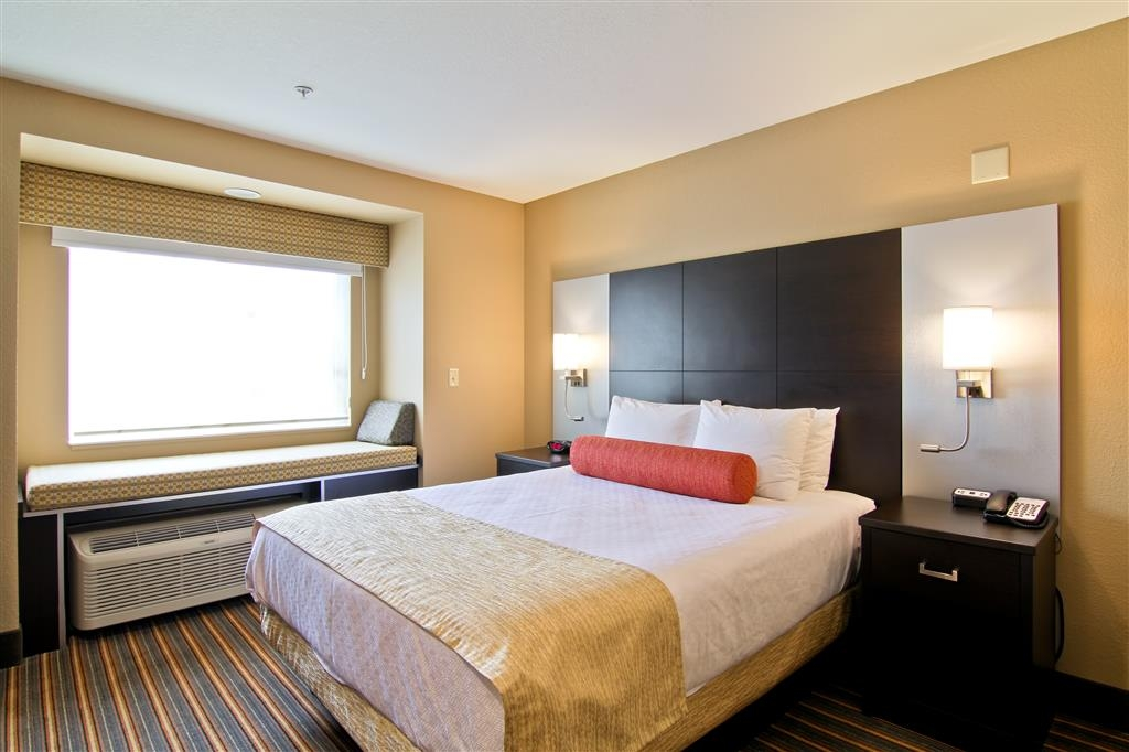 Best Western Plus Woodstock Inn & Suites - Mobility Accessible Room