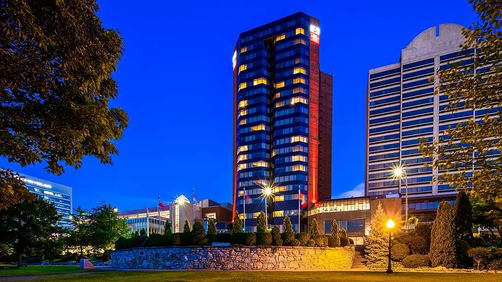 Best Western Plus Waterfront Hotel - At the edge of the beautiful riverfront in downtown Windsor, Ontario Canada, the Best Western Plus Waterfront Hotel puts you within steps of the neighborhoodu2019s diverse cuisine, vibrant nightlife and scenic, waterfront parks.