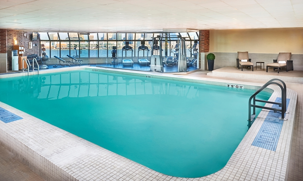 Best Western Plus Waterfront Hotel - Poolansicht