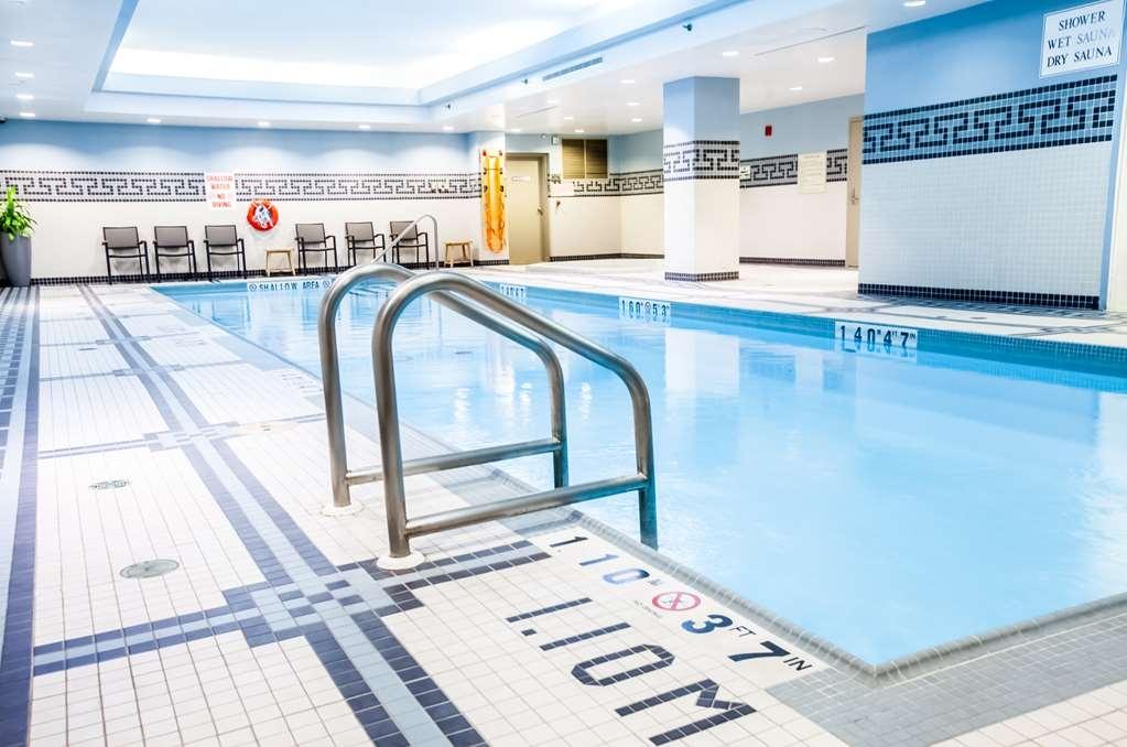 Best Western Premier Toronto Airport Carlingview Hotel - psicine couverte