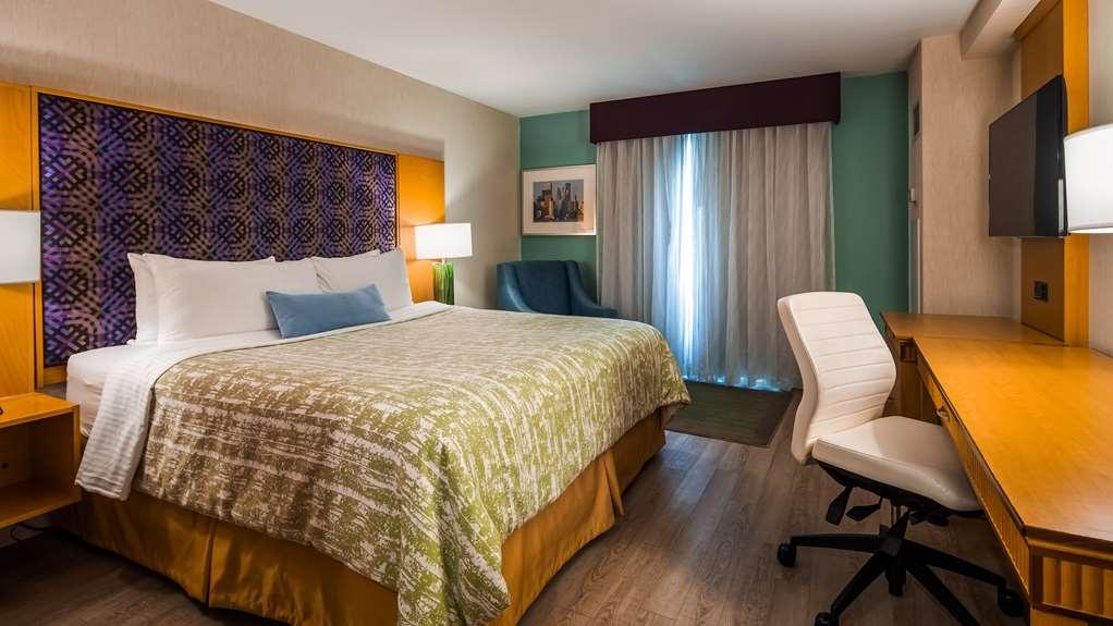 Best Western Premier Toronto Airport Carlingview Hotel - Guest Room