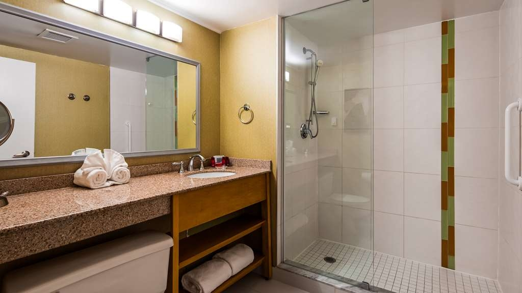 Best Western Premier Toronto Airport Carlingview Hotel - Guest Bathroom