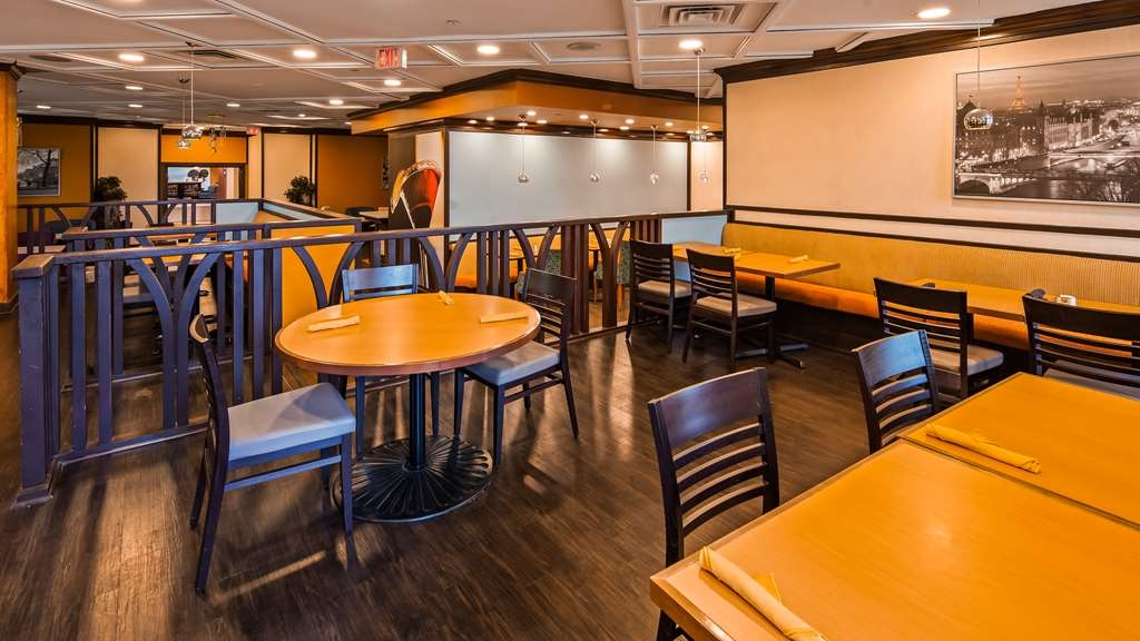 Best Western Premier Toronto Airport Carlingview Hotel - Restaurant / Etablissement gastronomique