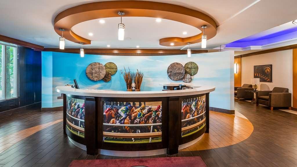 Best Western Premier Toronto Airport Carlingview Hotel - Front Desk