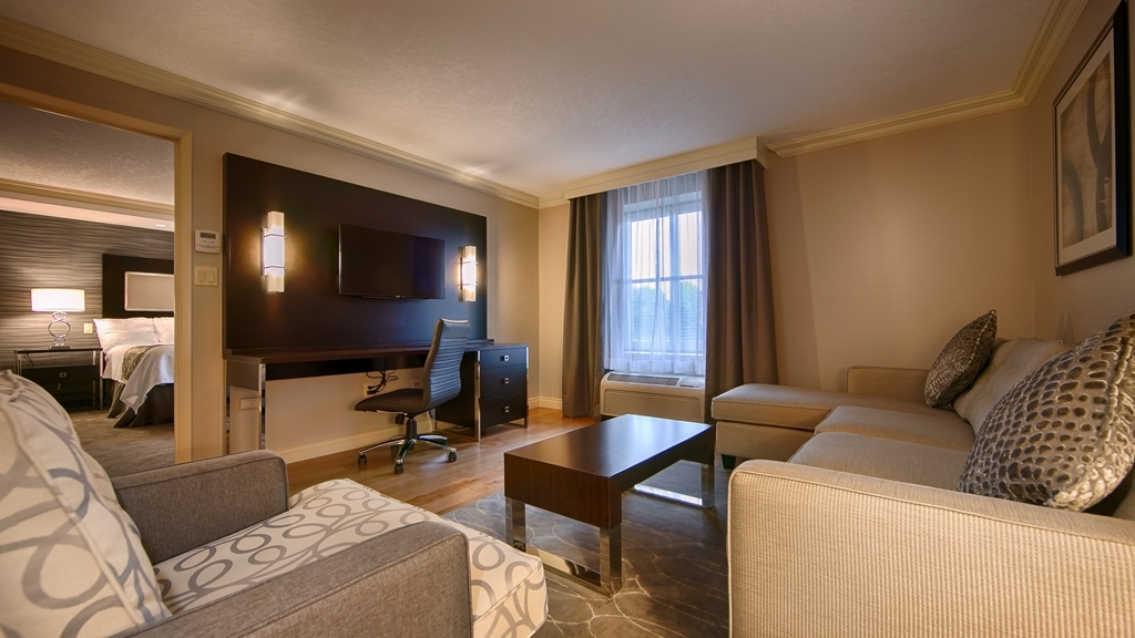 Best Western Plus The Arden Park Hotel - Deluxe King Suite - Living Room Area