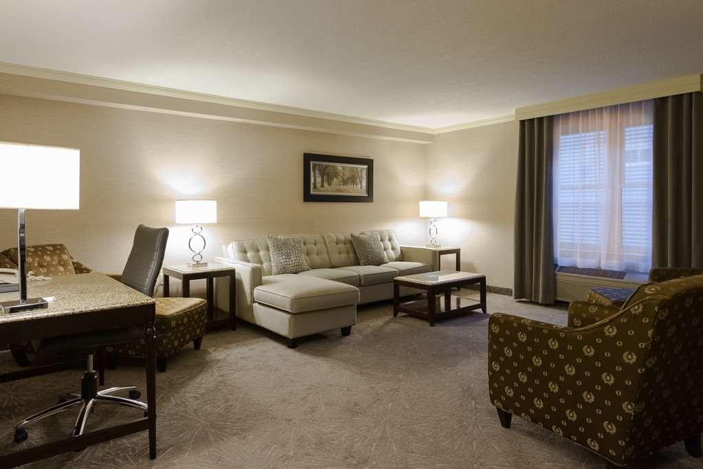 Best Western Plus The Arden Park Hotel - King Suite