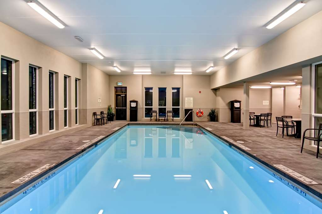 Best Western London Airport Inn & Suites - Vista de la piscina