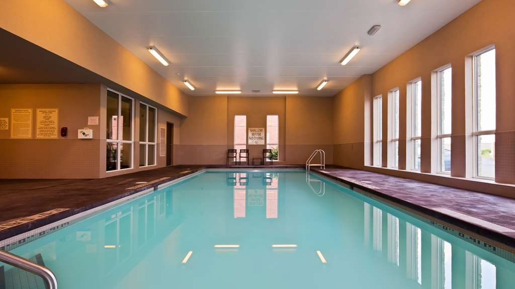Best Western London Airport Inn & Suites - Vue de la piscine