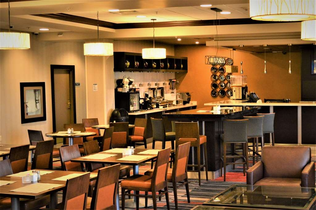 Best Western Plus Waterloo - Bistro and Lounge