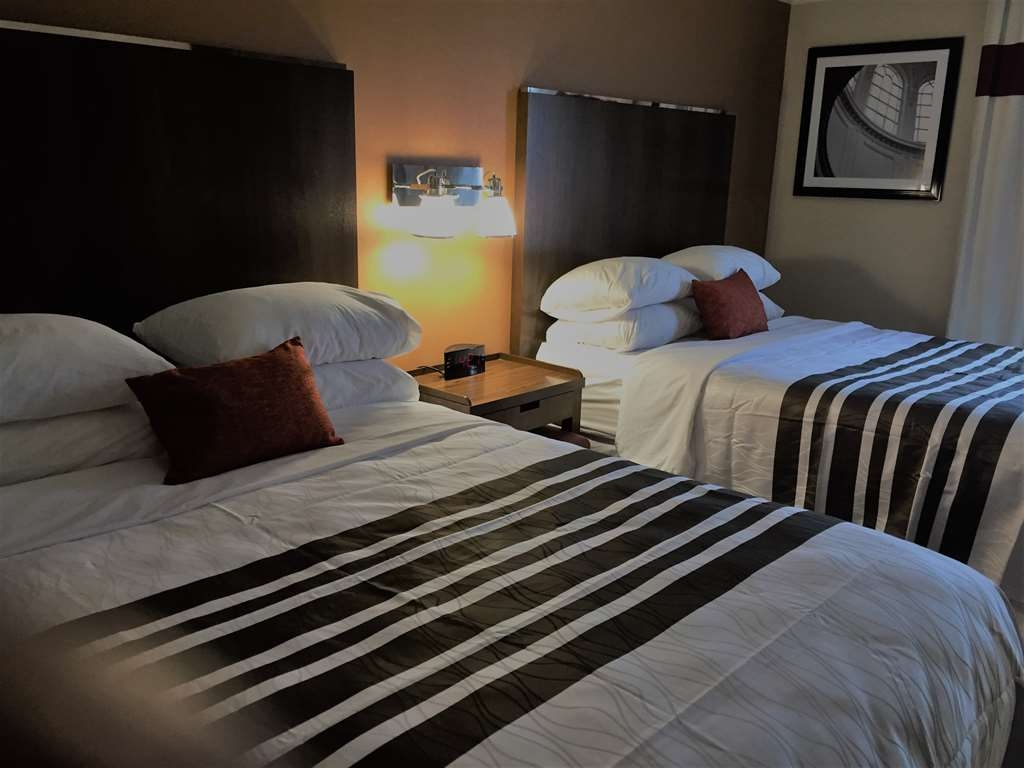 Best Western Plus Waterloo - Standard Two Queen Room