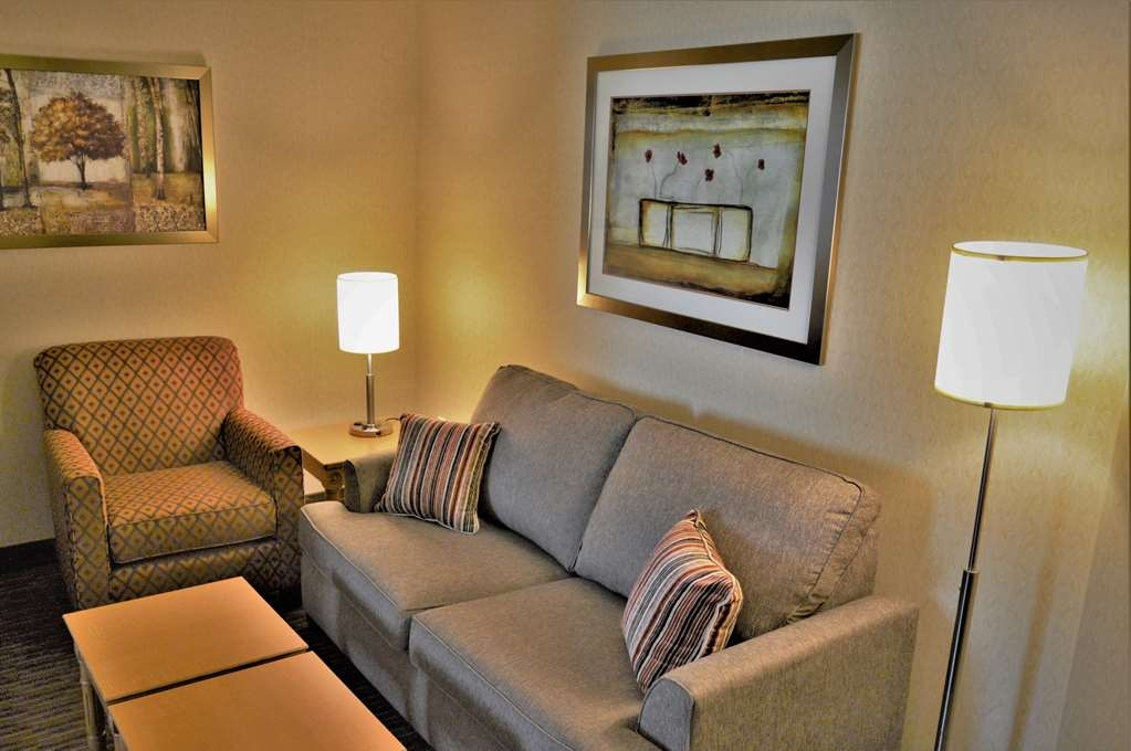 Best Western Plus Waterloo - Suite Living Room