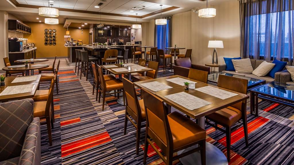 Best Western Plus Waterloo - Breakfast Area