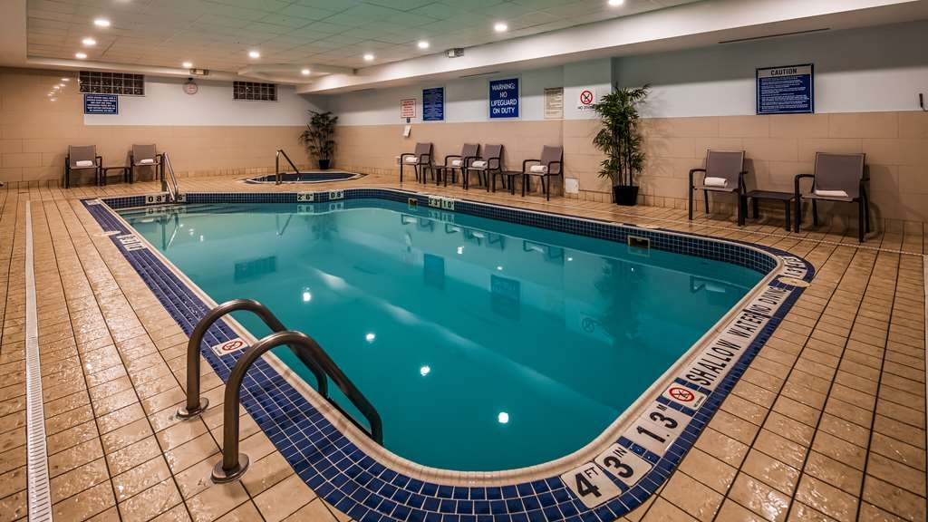 Best Western Plus Waterloo - Indoor Pool