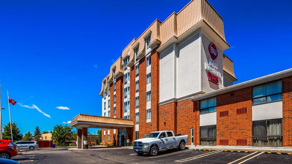 Best Western Plus Waterloo - Hotel Exterior