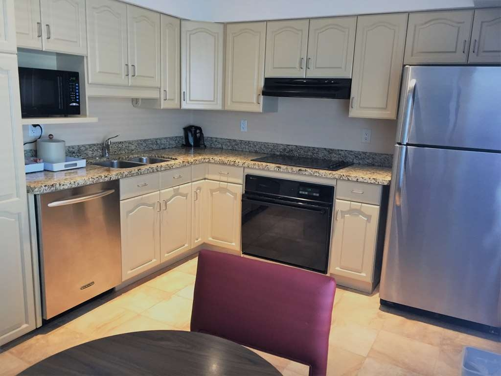 Best Western Plus Waterloo - Apartment Full Kitchen