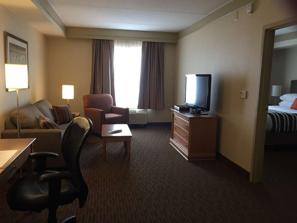 Best Western Plus Waterloo - Accessible Living Room