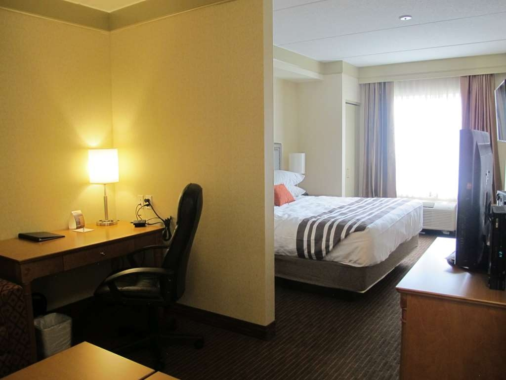 Best Western Plus Waterloo - Suite with One King Size Bed