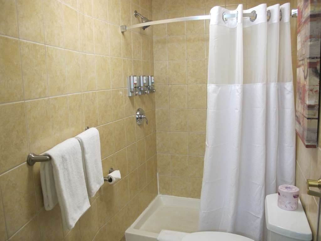 Best Western Plus Waterloo - Guest Bathroom