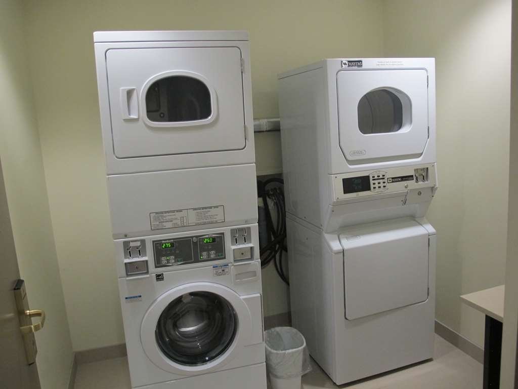 Best Western Plus Waterloo - Guest Laundry
