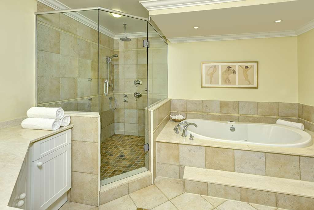 The Water Tower Inn, BW Premier Collection - Spa Suite Bathroom