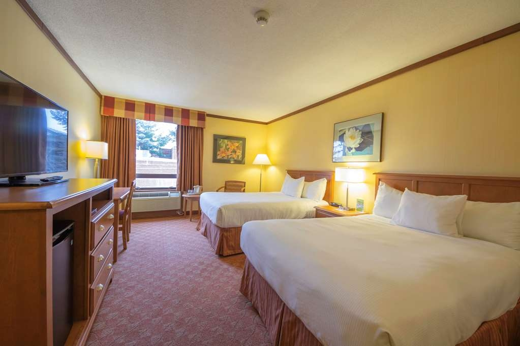 The Water Tower Inn, BW Premier Collection - The Run of the Inn Guest Room is the best choice, featuring two full beds and mini refrigerator.