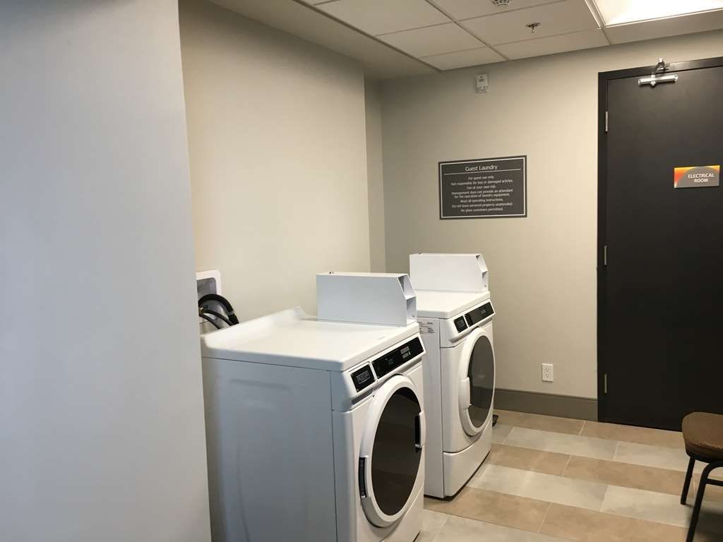 GLo Best Western Kanata Ottawa West - Continue your travels with clean clothes by using our onsite guest laundry facilities.