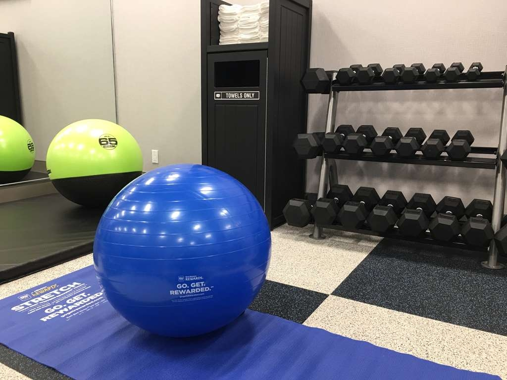 GLo Best Western Kanata Ottawa West - Our fitness center is outfitted with everything you need for a great workout.