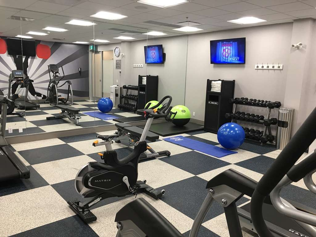 GLo Best Western Kanata Ottawa West - Stay fit and healthy at our onsite fitness center equipped with an elliptical machine, treadmill, free weights and medicine balls.